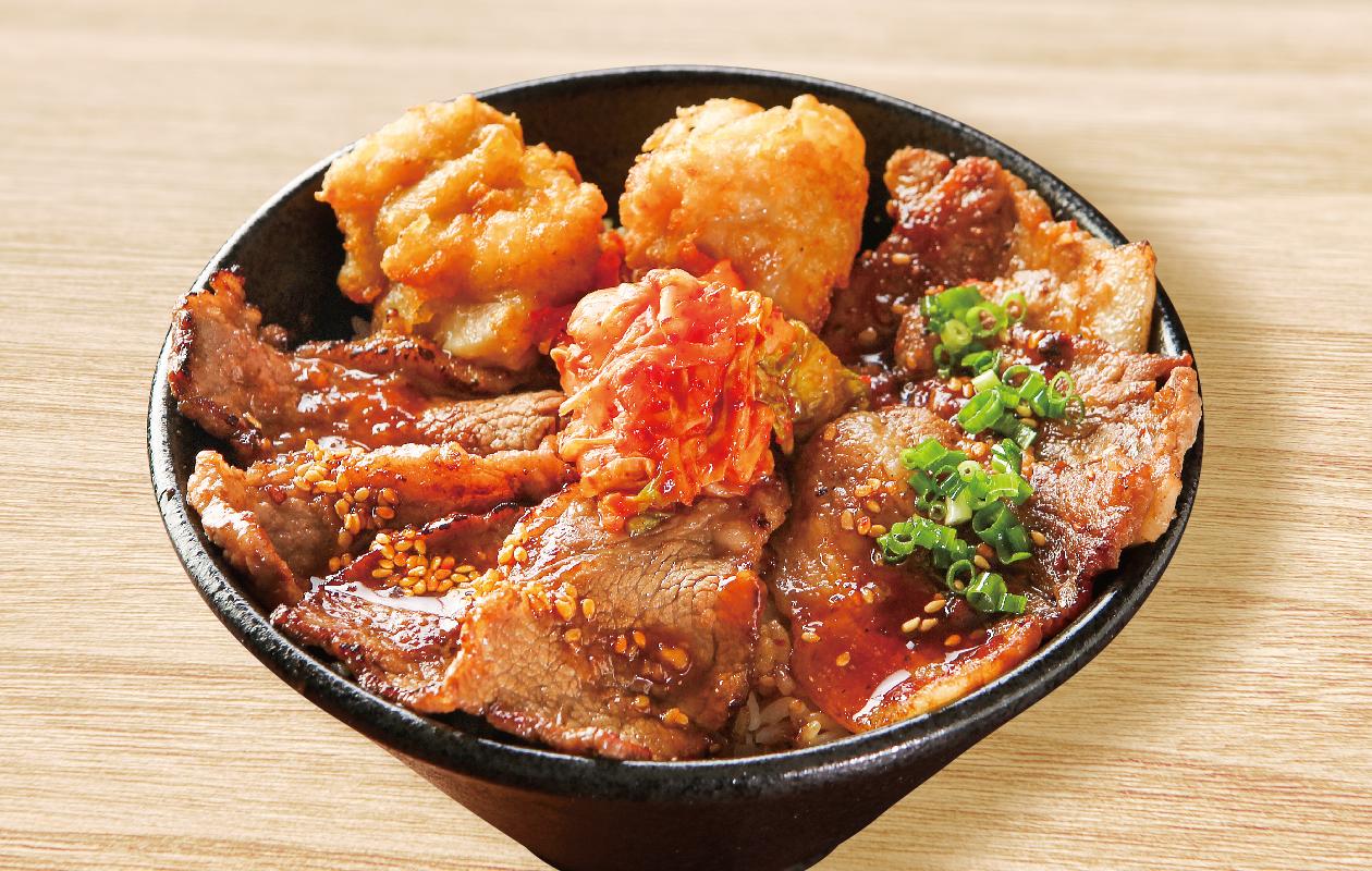 牛・豚・鶏の肉盛り丼